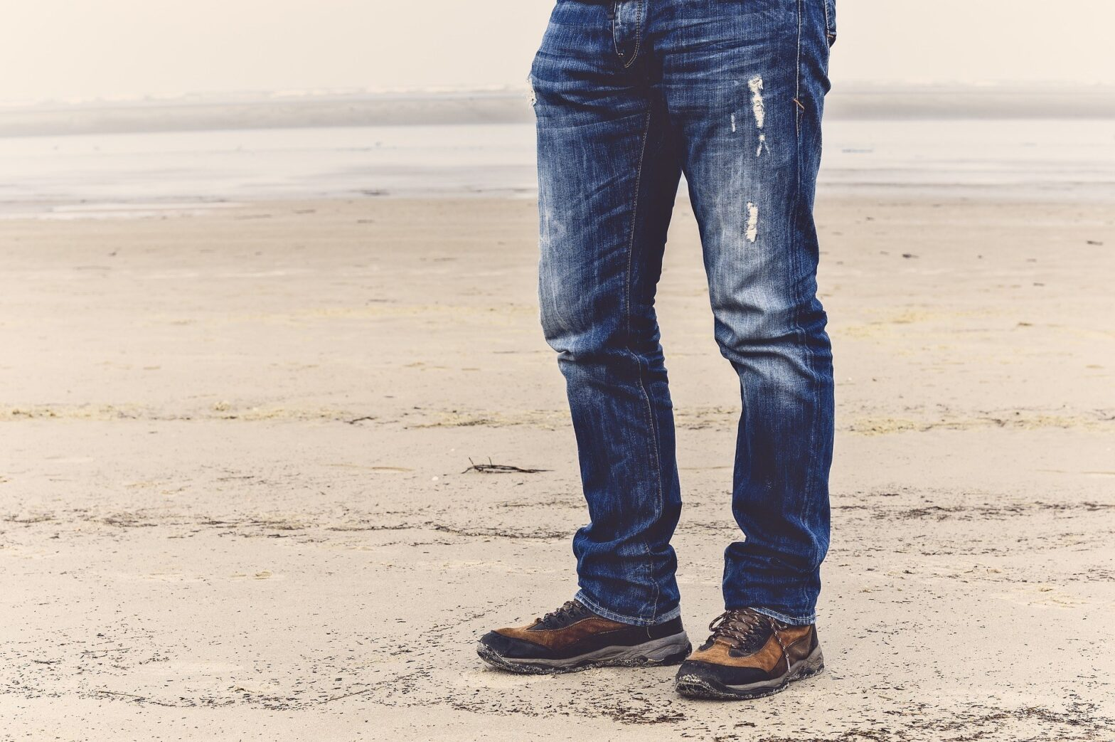 How to Wear Jeans with walking Shoes